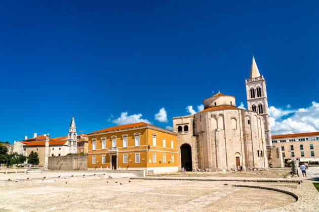S:t Donats kyrka och Zadars katedral med sitt höga klocktorn