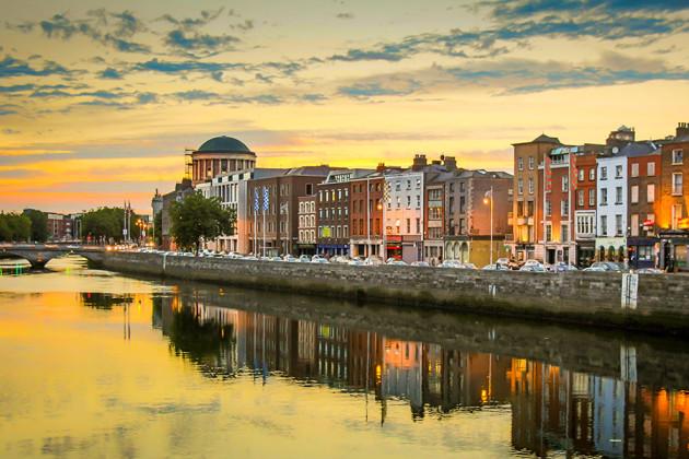 Dublin, Irland, i solnedgång.