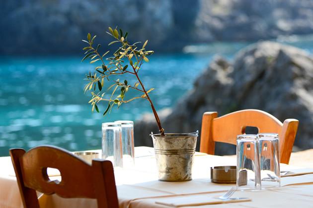 Taverna med havsutsikt i Grekland.