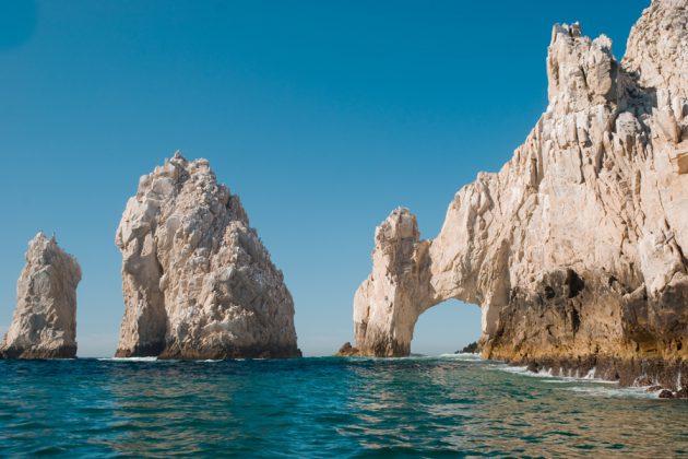 Mäktiga klippformationer i Cabo San Lucas i Mexiko.