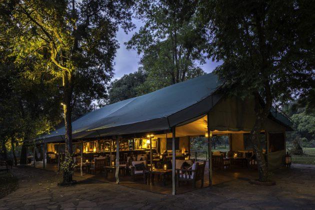 Bar- och restaurangtältet på Goveners Camp, Kenya.