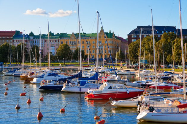 Hamn med båtar i Helsingfors