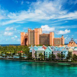 Färgglada hus i Nassau på Bahamas.