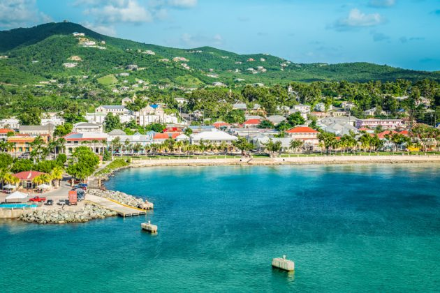 Vy över Frederiksted på St. Croix i Karibien.