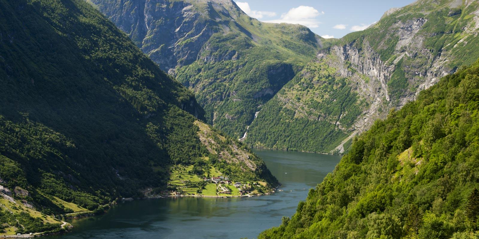 Vy över Geiranger fjord i Norge.